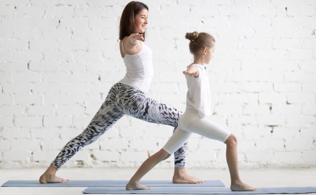 Kinderyoga Yoga für Kinder Frau Mädchen Spaß Foto
