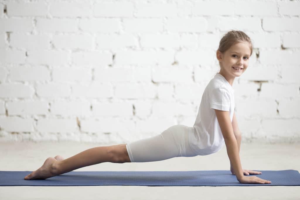 Sonnengruß Yogaübung; Kinderyoga