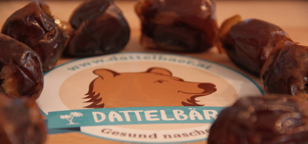 Dattelbaer Logo Tisch Sticker gesund naschen dattelbaer.at oben verziert mit datteln extra weich schmal