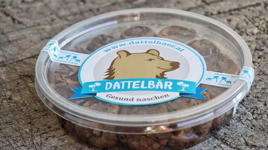Sharebox mit 14 Stueck Datteln Dattelbär abgepackt Portionen Macroaufnahme katawan
