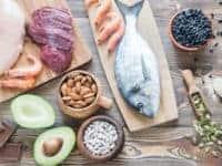 Makronaehrstoffe eiweiss proteine fisch lachs avocado fleisch nuese chlorid klein