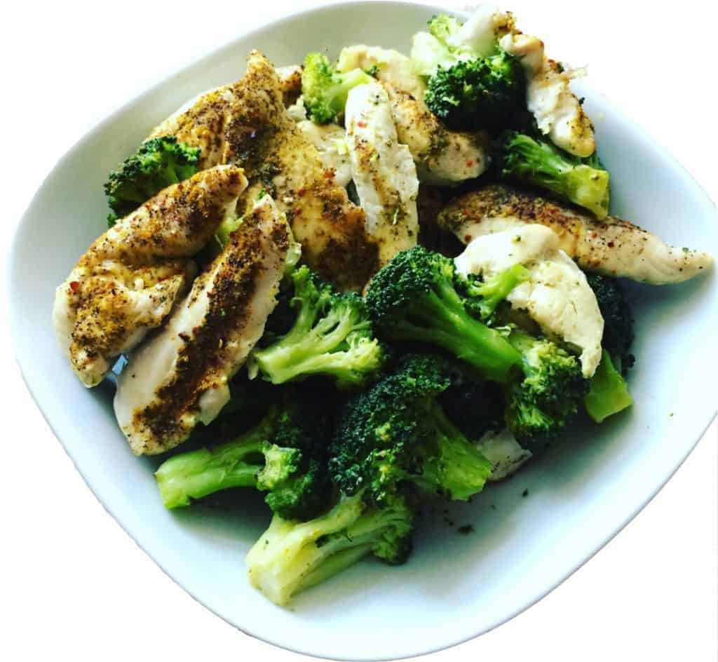 hähnchen mit brokkoli low carb gesund frisch katawan