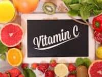 vitamin c orangen zitrone kiwi tafel schriftzug paprika spinat erdbeeren fruechte katawan klein