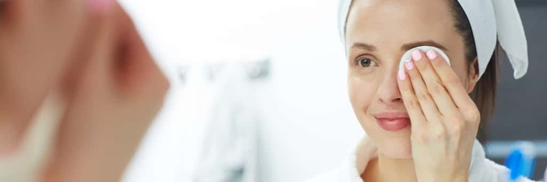 Abschminken Routine Frau Make-Up-Entferner