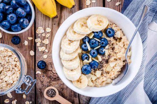 Haferflocken Bananen Nüsse mit viel Biotin Frühstück