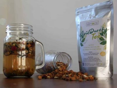 SpuelDurch Tee slimbos test erfahrungsbericht apfel zimt orangenschale brennnessel in glas stueckchen mit verpackung