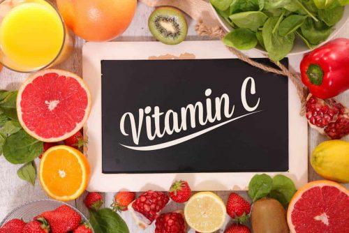 vitamin c orangen zitrone kiwi tafel schriftzug paprika spinat erdbeeren fruechte katawan